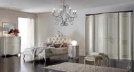 Изящный спальный гарнитур в белом цвете Camere
