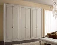 Шкаф белого цвета с росписью ручной работы Camere