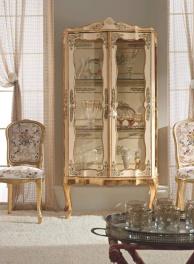 Сервант с двумя дверцами украшенный  декором в классическом стиле Giorno
