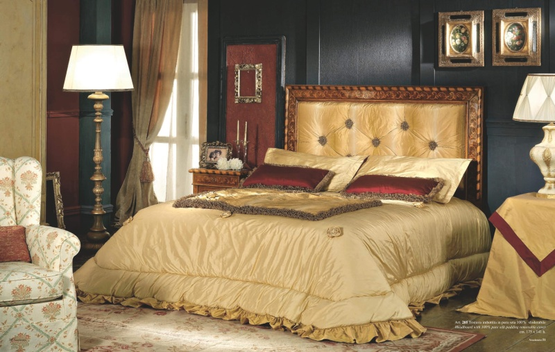 Двухспальная кровать в коричневом цвете стиль неоклассика Antico Borgo