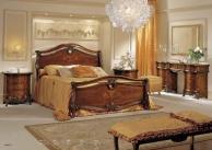 Большая спальная кровать с резьбой Antonelli Moravio AM