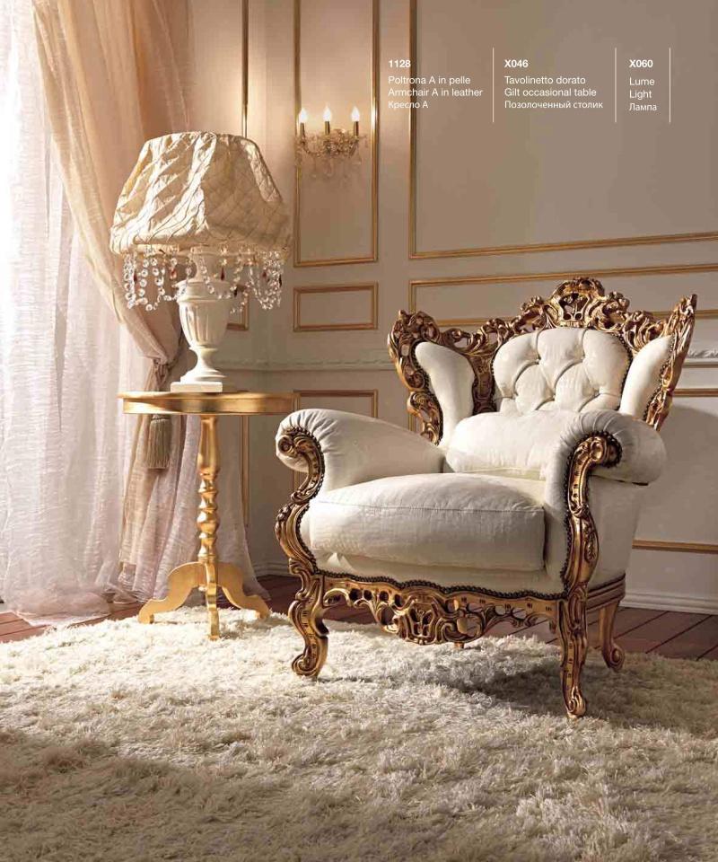 Мягкое белое кресло с массивной резьбой Reggenza
