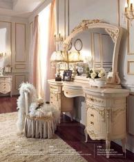 Туалетный столик с патиной и ручной резьбой Reggenza