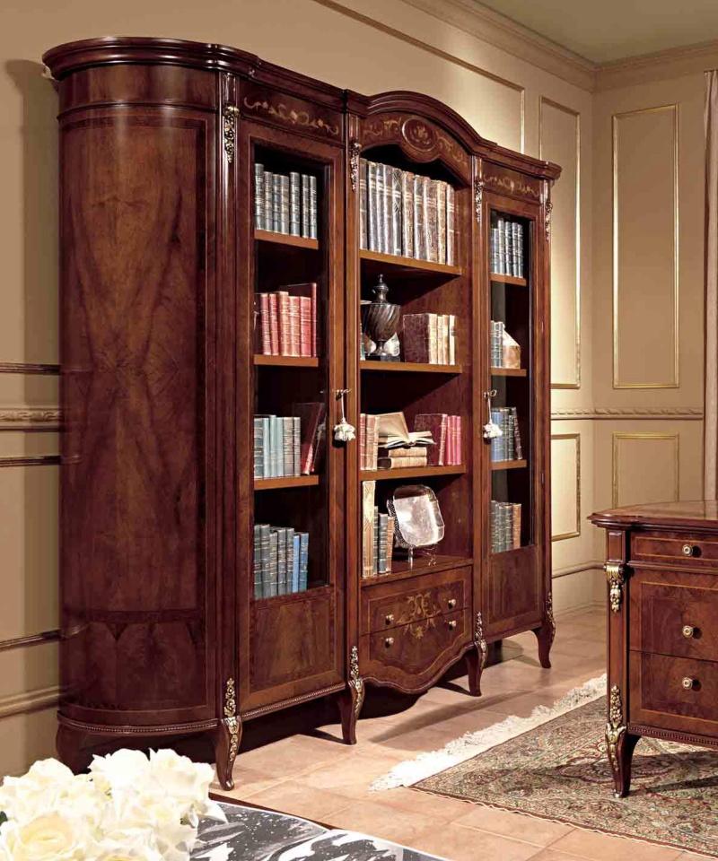 Книжный шкаф с элементами резьбы Reggenza