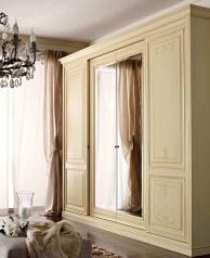 Патинированый гардеробный шкаф с центральными зеркальными дверьми Armadi 2010