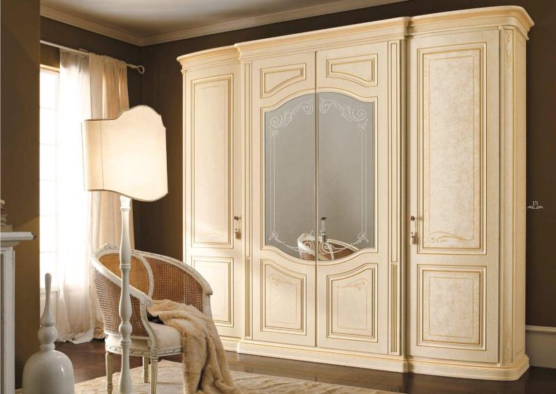 Патинированый шкаф классического стиля с зеркальными дверцами Diamante