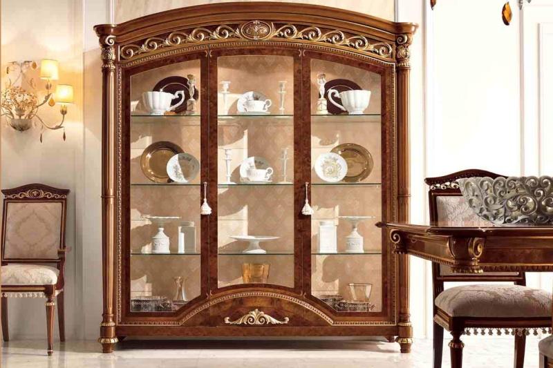 Сервант трех-дверный с резным декором LUIGI XVI  Valderamobili