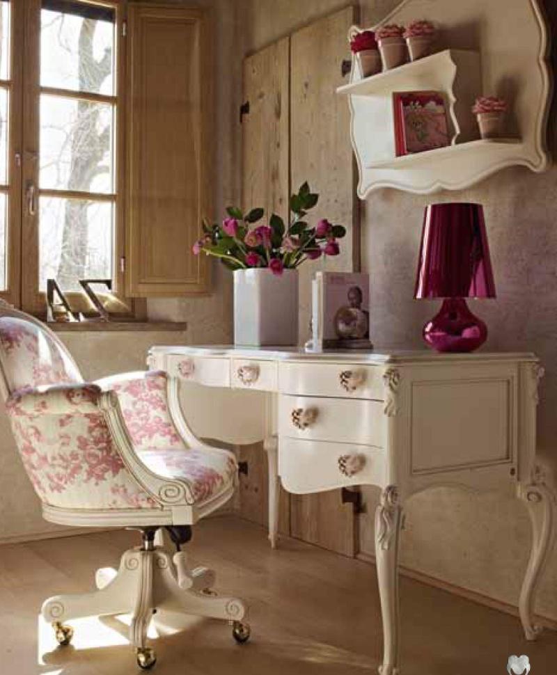 Маленький письменный стол с креслом на ножках Child 2011