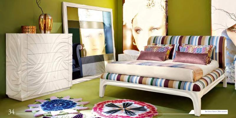 Спальный гарнитур с элементами орнаментной резьбы News 2011