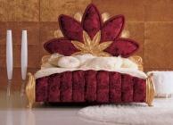 Спальная кровать в крассной обивке с изголовьем в виде цветка The Book