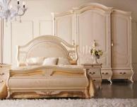 Бежевый комплект мебели для спальни с ефектом патиины The Book