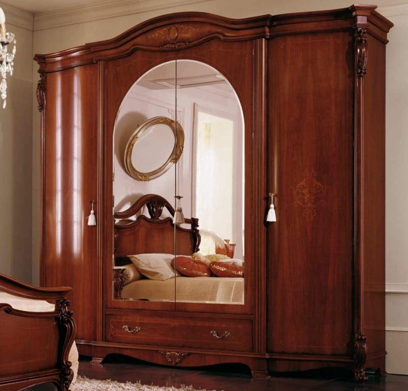 Шкаф из массива с инкрустацией и центральными зеркальными дверьми The Book