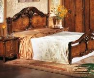 Просторая классическая кровать с резным декором The Book