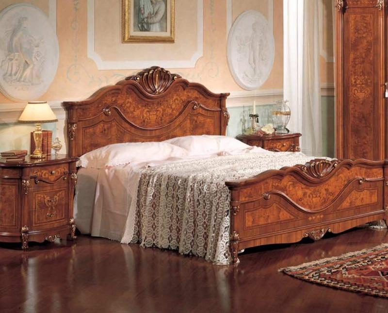 Двухспальная кровать с резным изголовьем и подножьем The Book