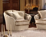 Кресло - молочного цвета B Linea