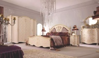 Мебель для спальни инкрустирована кристаллами swarovski