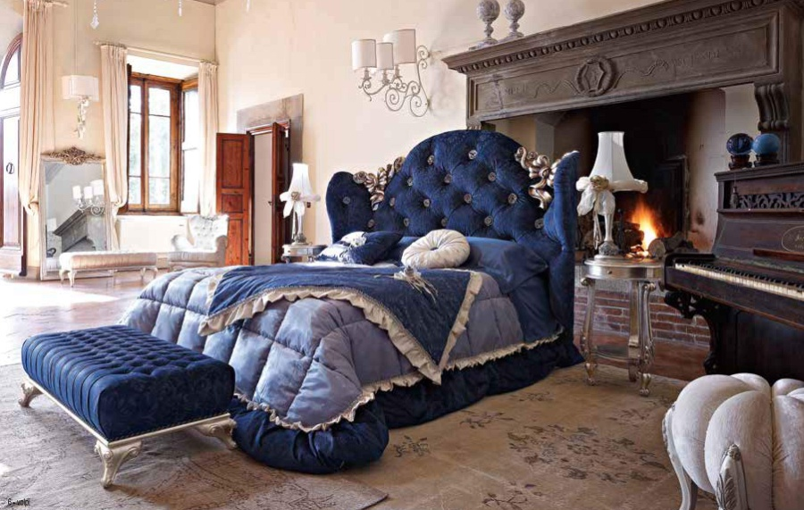 Кровать в синей обивке изголовье капитоне Volpi Mafalda