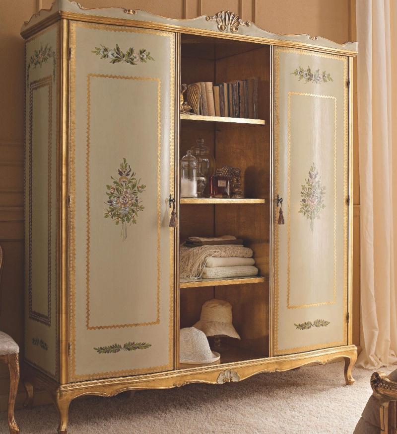 Патинированый шкаф с узором и позолотой Notte