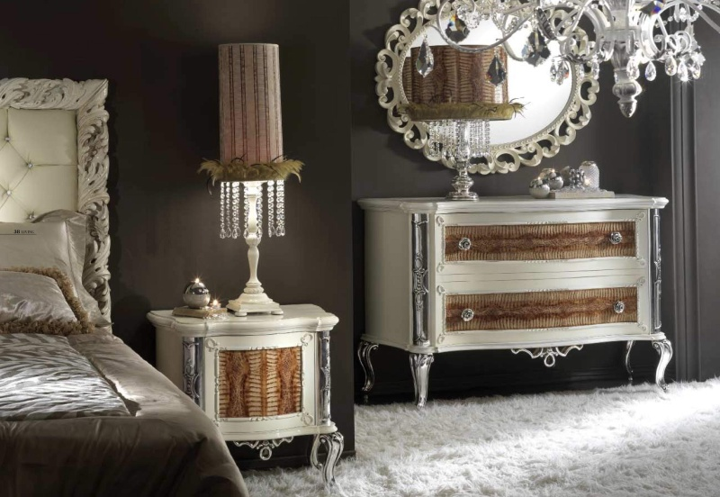 Комод для одежды декорирован ажурной резьбой Antico Borgo