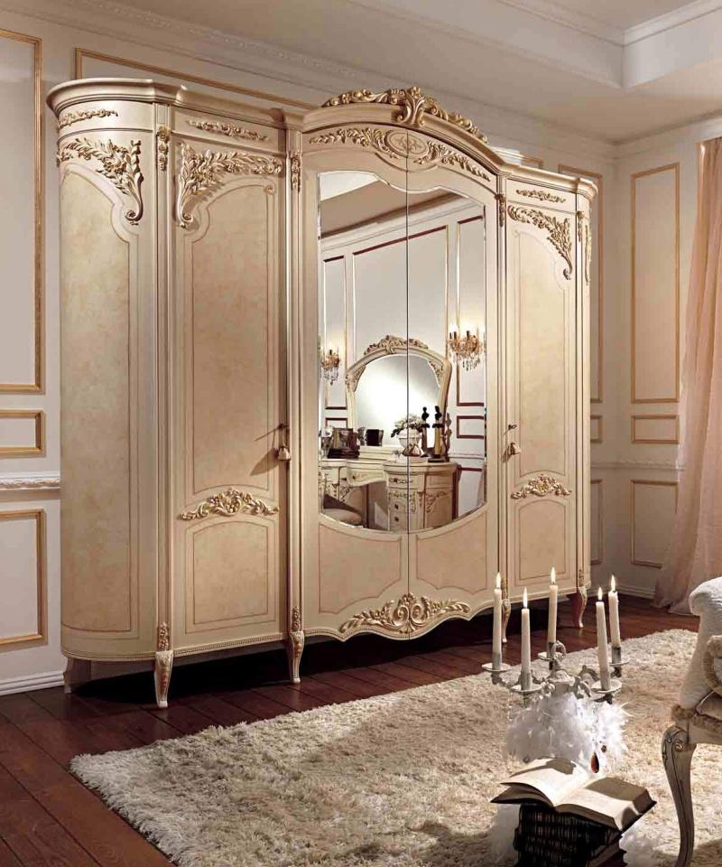 Гардеробный шкаф с патиной и орнаментом Reggenza
