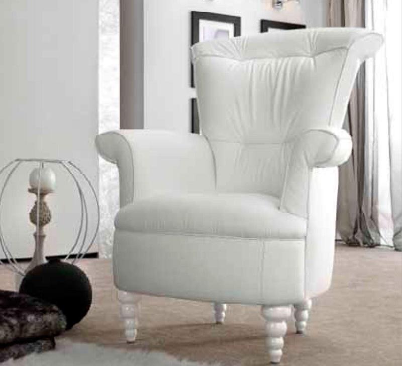 Белое кресло с резными - лакироваными ножками Notte
