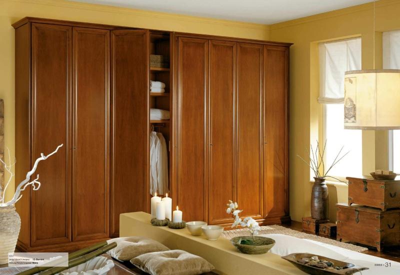 Шкаф орехового цвета - классического стиля Il Componibile