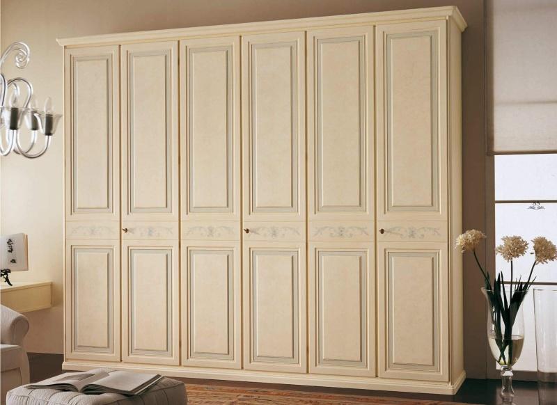 Итальянский патинированный шкаф в классическом стиле Decor