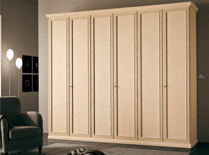 Класичесский широкий шкаф цвета слоновой кости Hilton