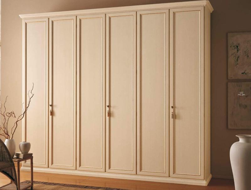 Гардеробный шкаф классического стиля бежевого цвета Capitol