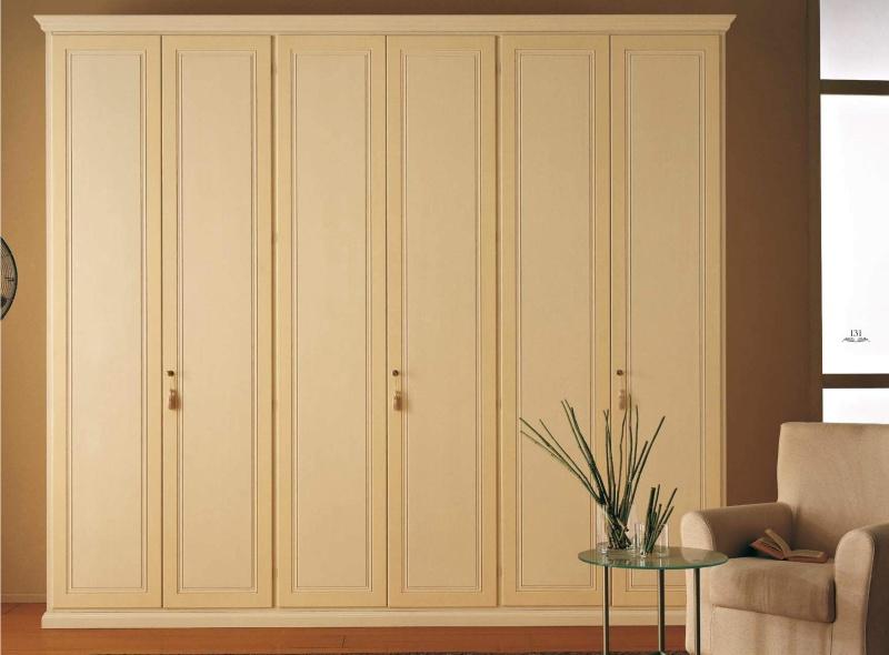 Высокий платяной шкаф бежевого цвета с патиной Golden e Byron