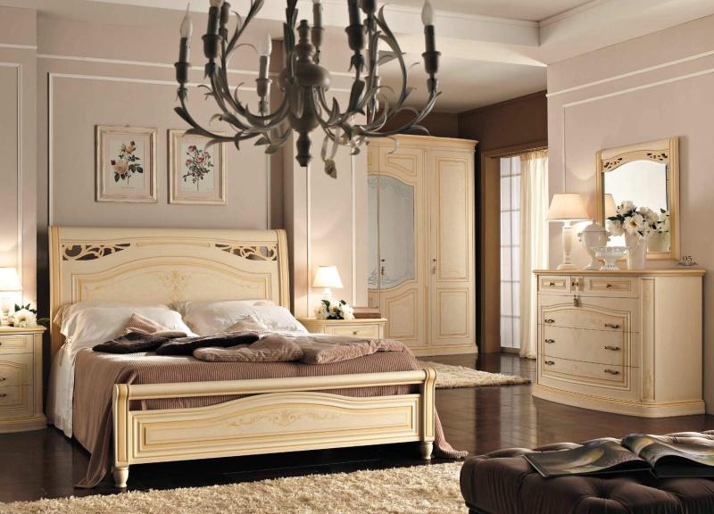 Двухспальная - просторая кровать на ножках с орнаментом Anta Scorrevole