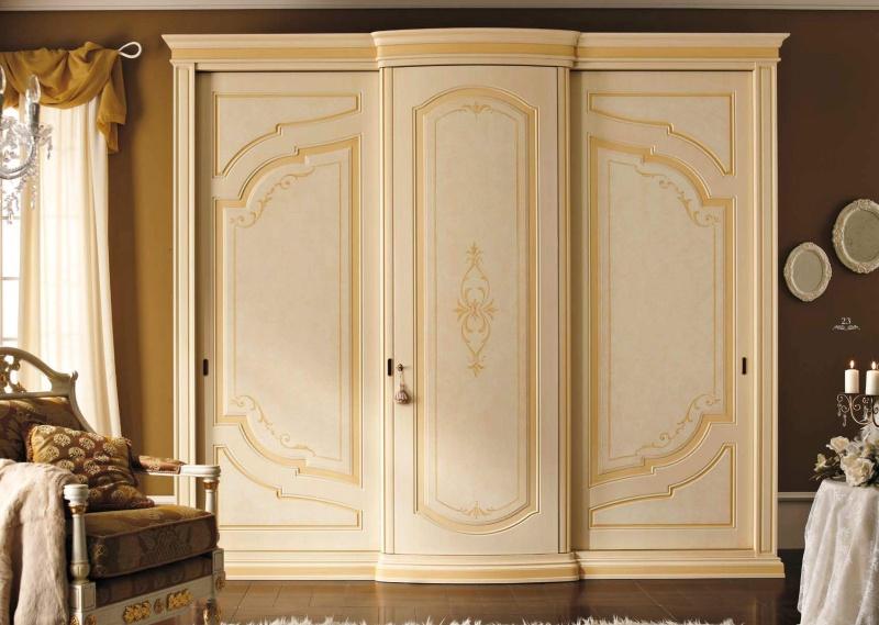 Классический шкаф для спальной комнаты с элементами орнамента Anta Scorrevole