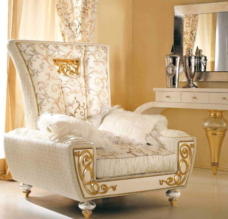Кресло с резьбой в золоте - обивка белая Blue Diamond Lanpas
