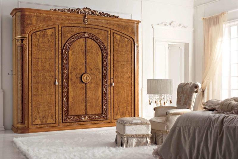 Гардеробный шкаф декорирован инкрустацией и резьбой Jasmine Valderamobili