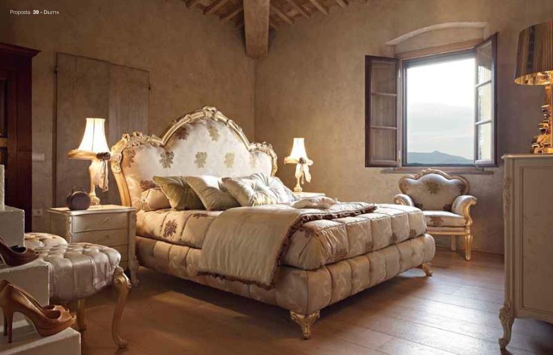 Кровать в мягкой обивке - цвет серый - золотой декор Diletta