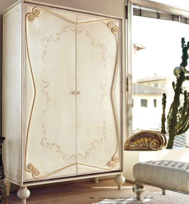 Гардеробный шкаф декорированый резьбой и орнаментом Night 2011
