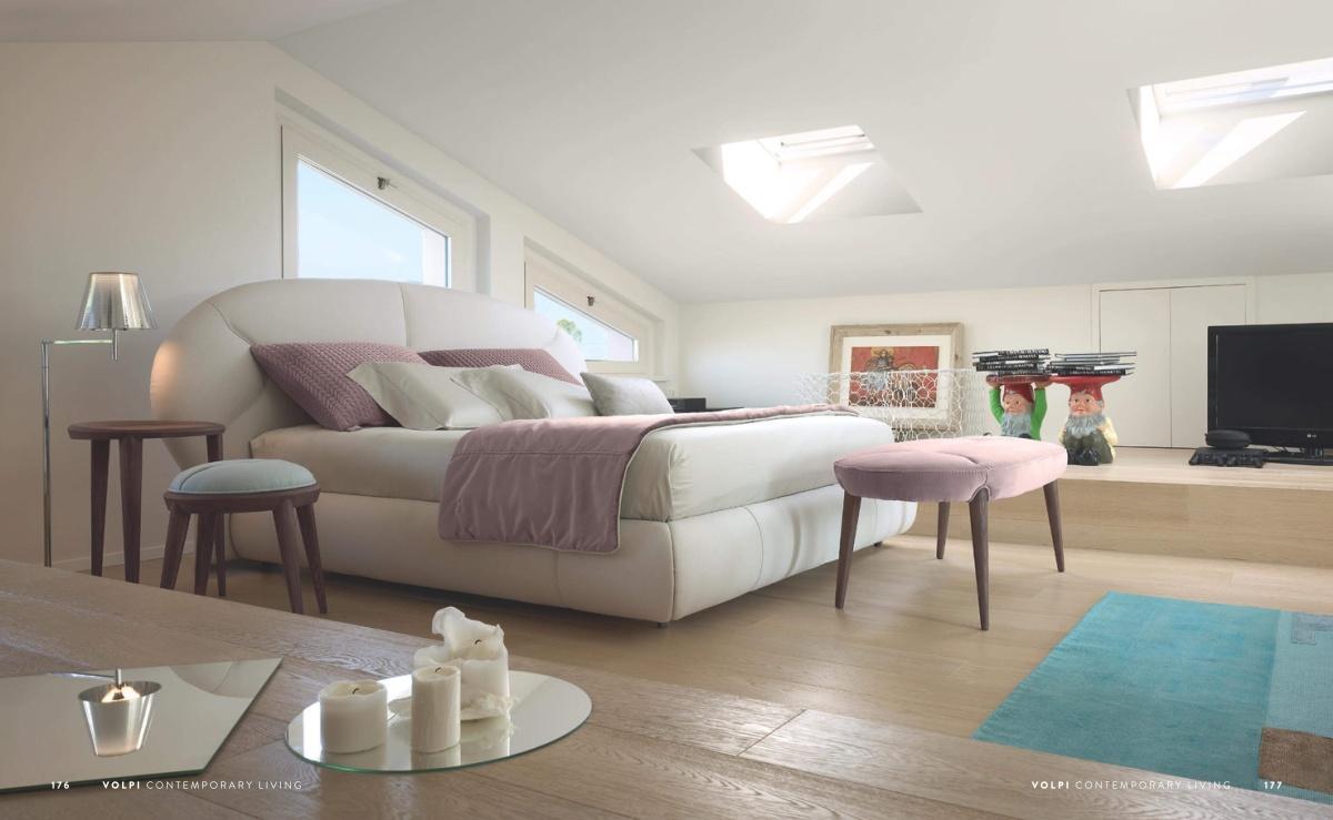 Кровать в светлой обивке Volpi - Contemporary