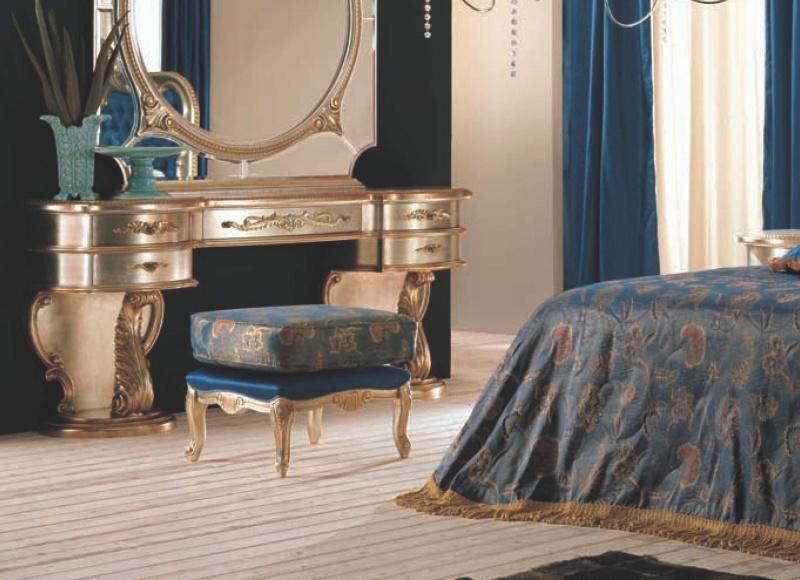Туалетный столик с мягким пуфом - цвет золото с резным декором The Book