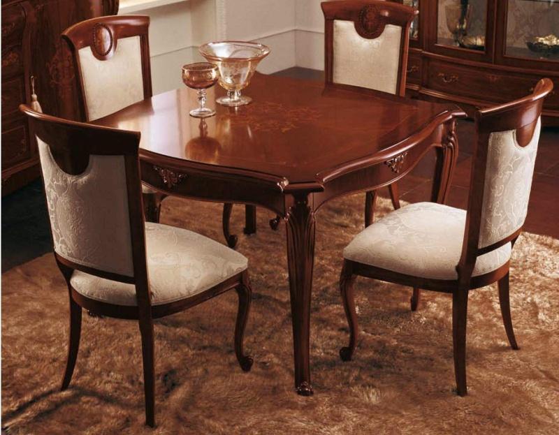 Стол и стулья для столовой с елементами ручной резьбы The Book
